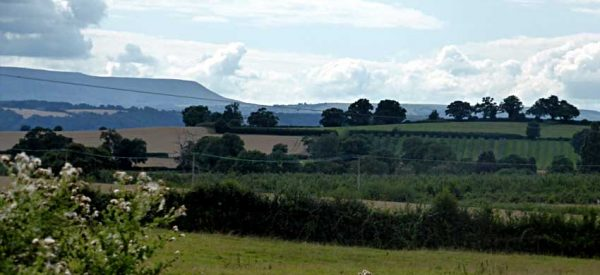 Hay Bluff and the Black Mountains viewed from Breinton