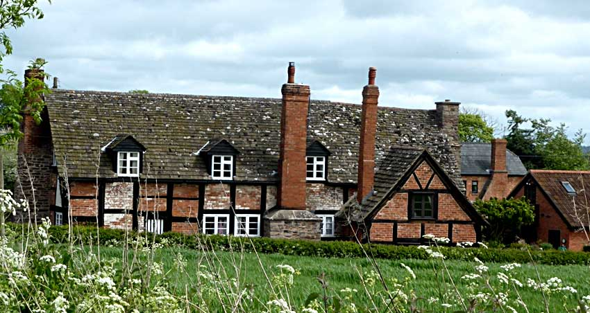 17th C Manor Cottages in Breinton
